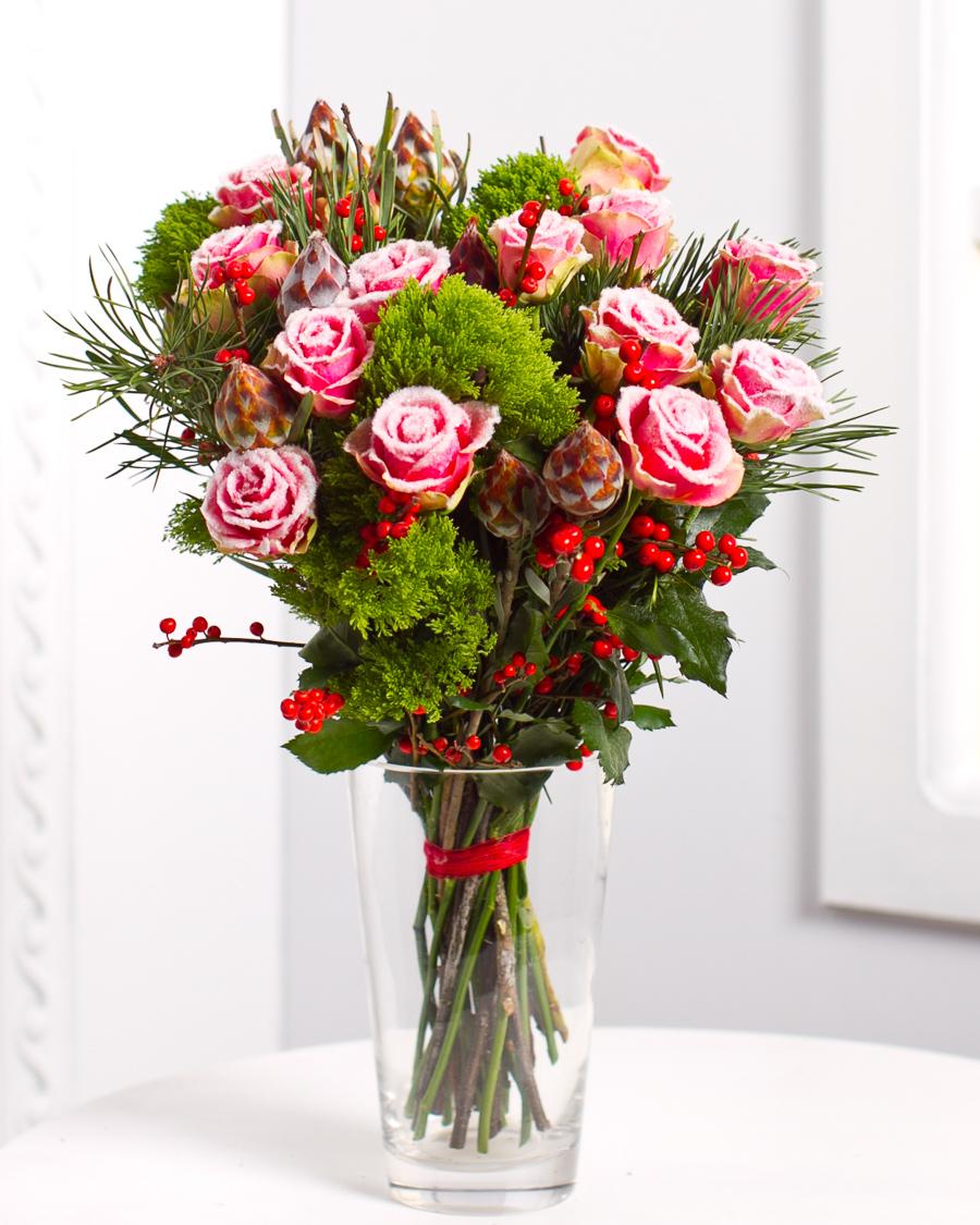 Kimp lumiste roosidega