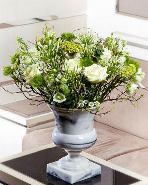 Elegantne lilleseade heledates toonides alusel (saadaval ainult Tallinnas)