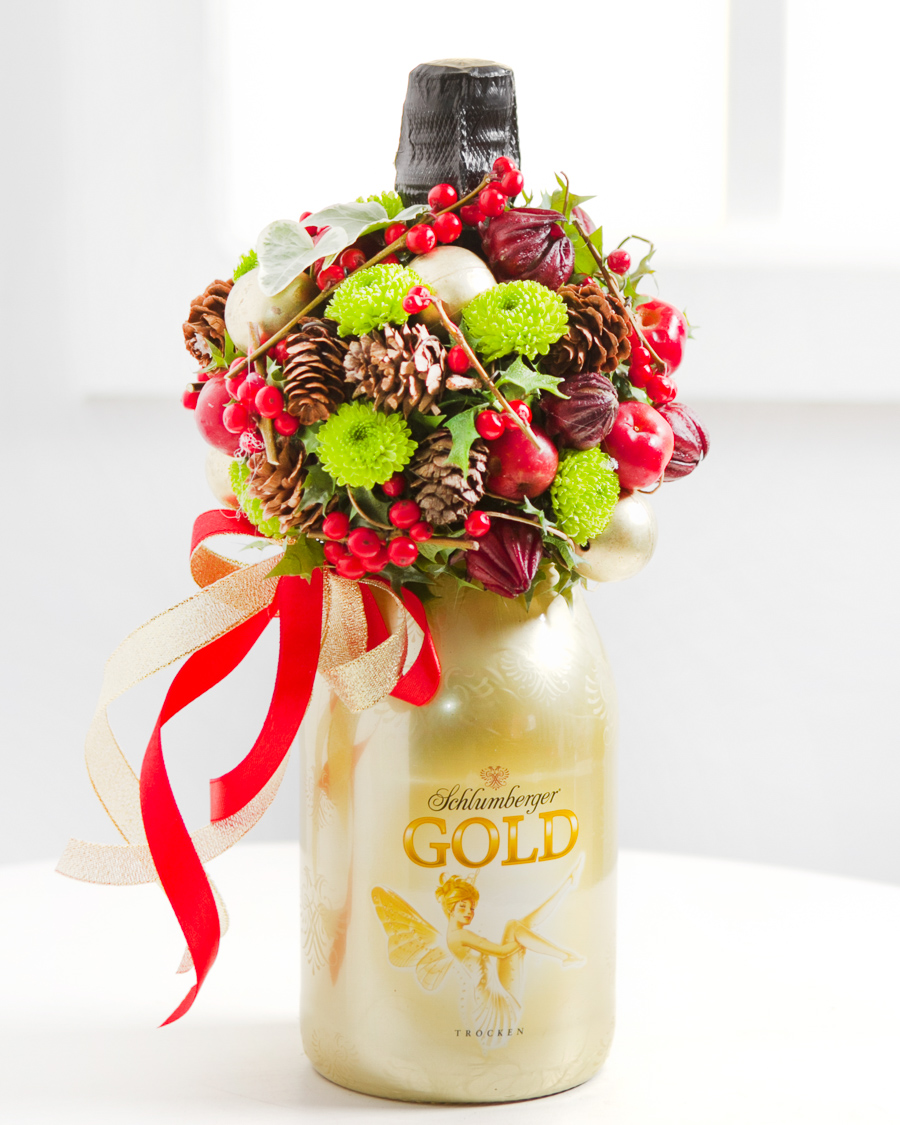 Vahuvein jõuluteemalise lilleseadega