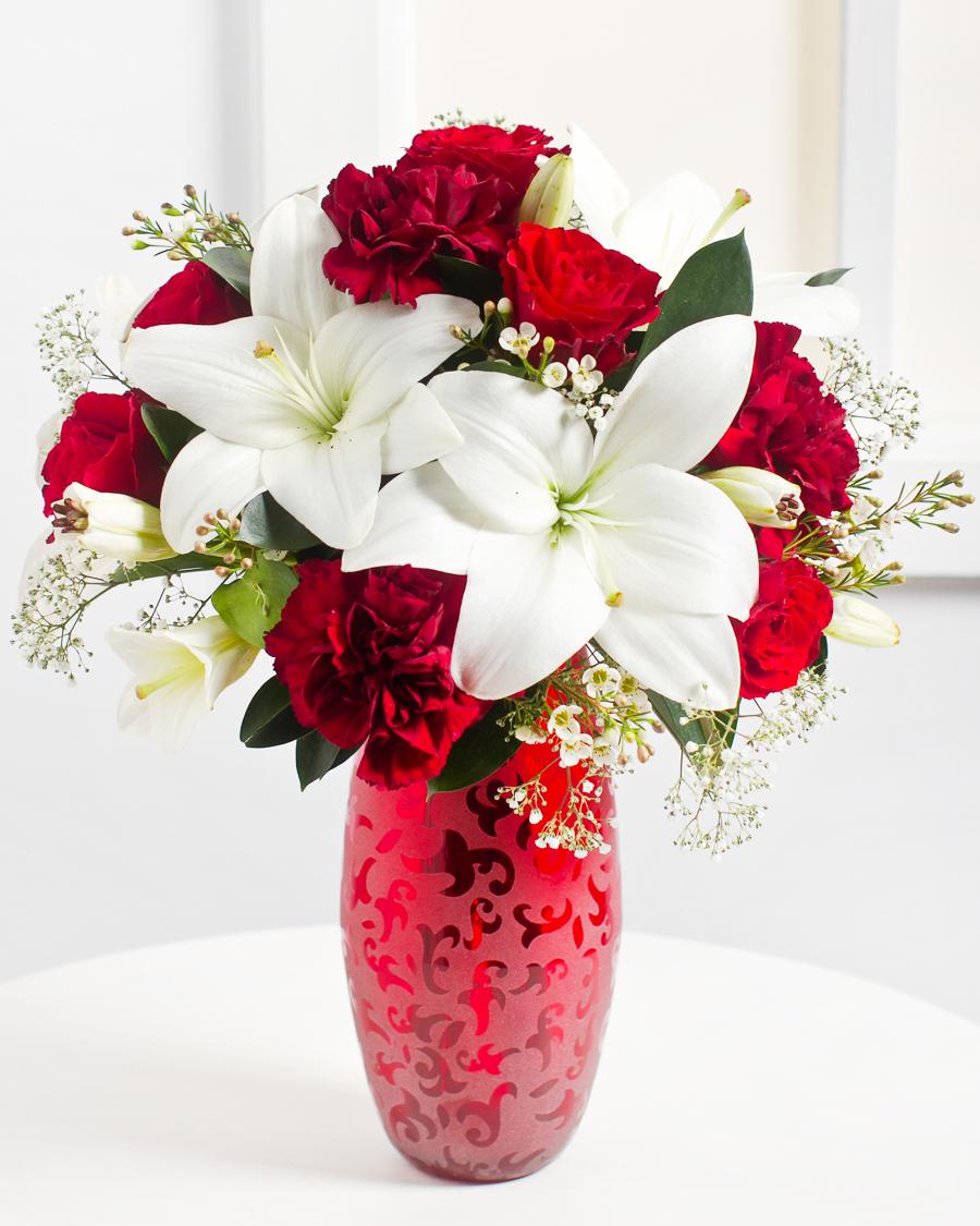Romantiline kimp punastes-valgetes toonides