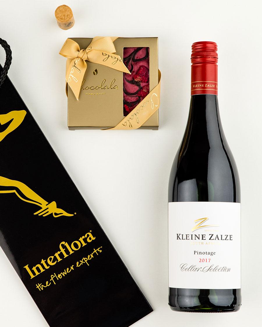 Kinkekott Kleine Zalze punase veini ja tumeda šokolaadi vaarikatahvliga