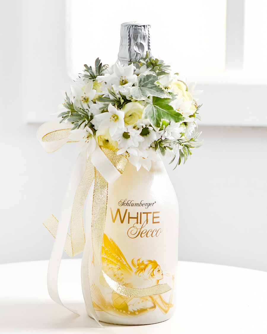 Lilledega kaunistatud vahuvein